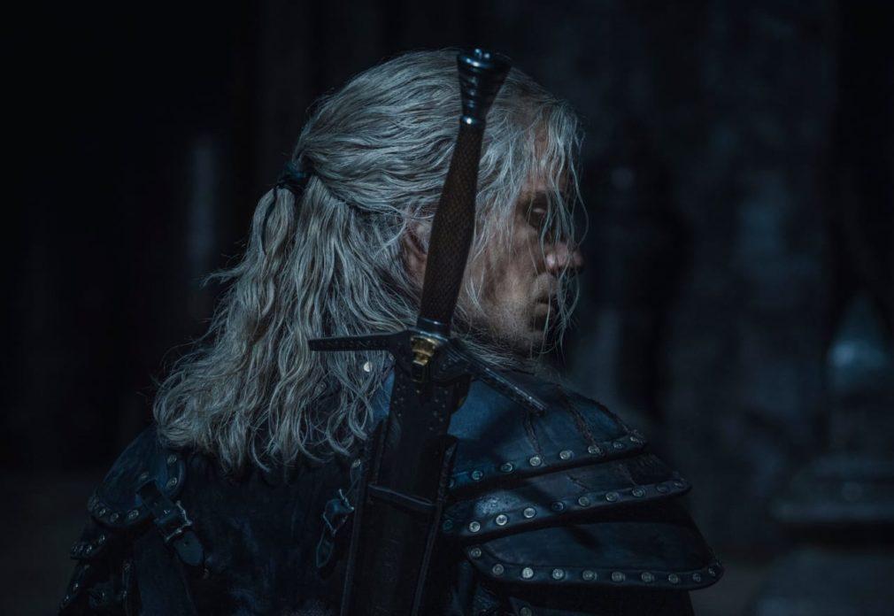 Henry Cavill como Geralt de Rivia em The Witcher, série da Netflix.