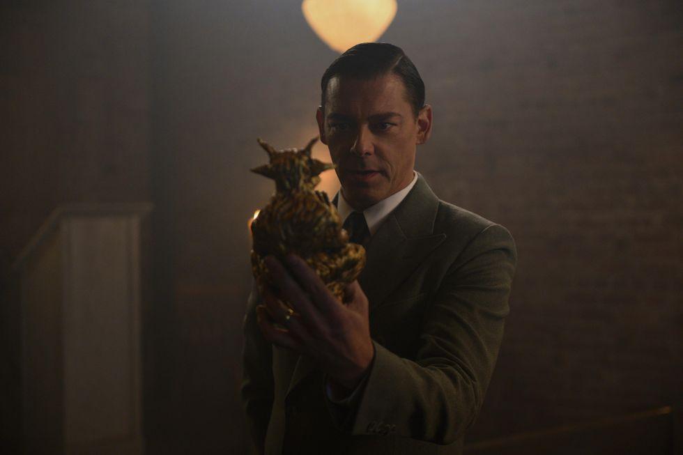 Faustus Blackwood (Richard Coyle) com um dos terrores sobrenaturais.