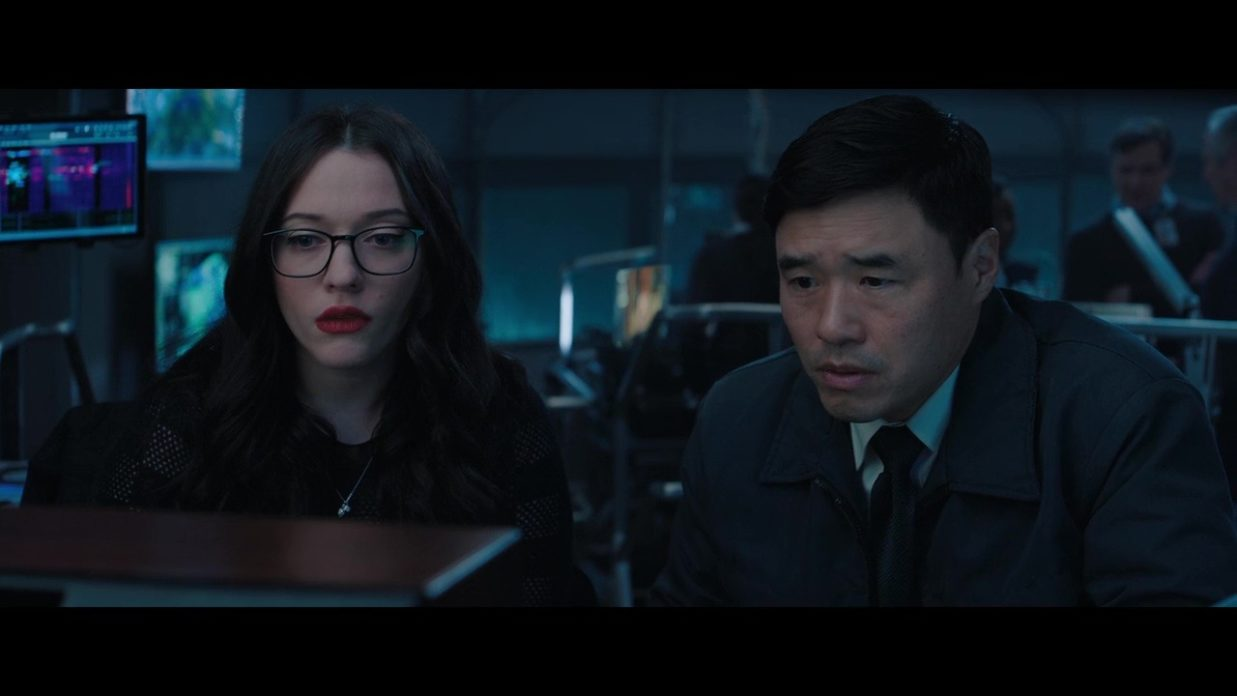 Darcy Lewis (Kat Dennings) e Jimmy Woo (Randall Park) em WandaVision