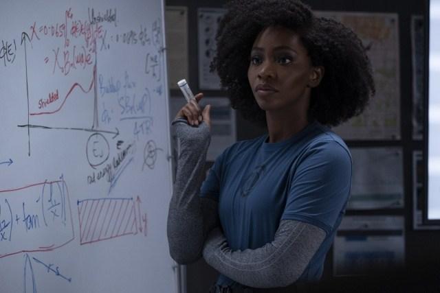 Monica Rambeau (Teyonah Parris) claramente representando a audiência ao final de cada episódio, em WandaVision.
