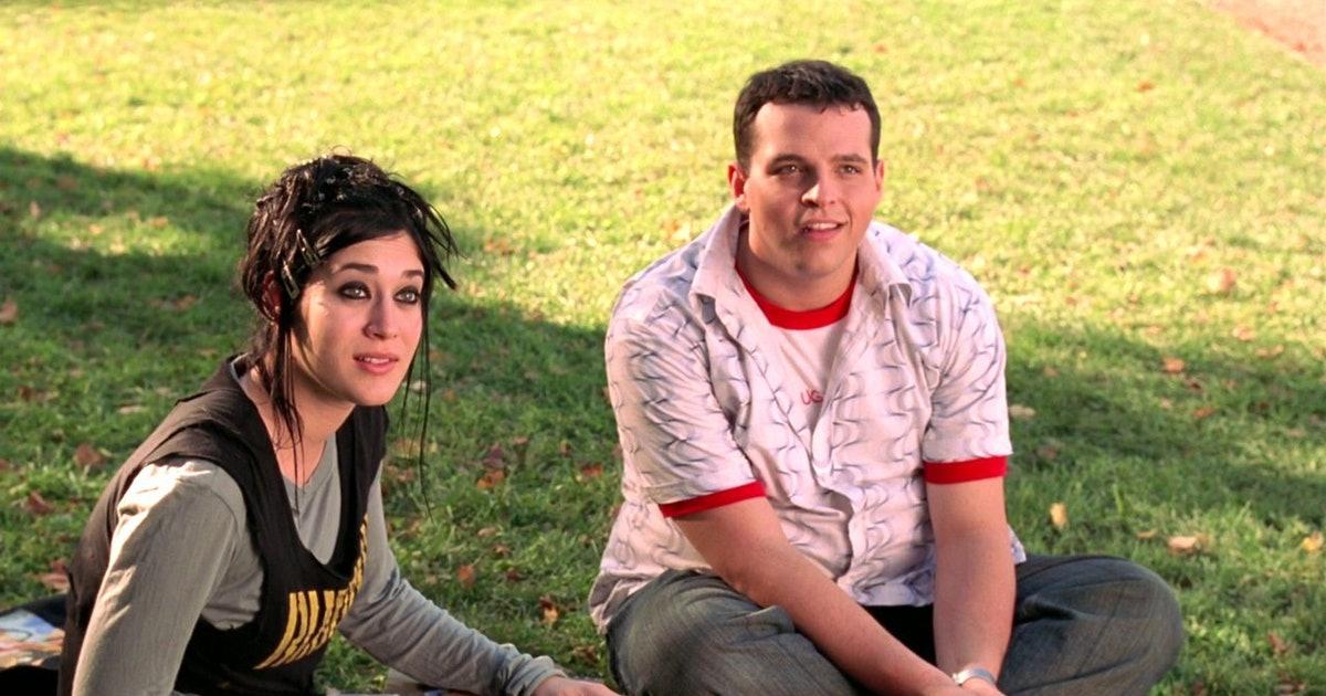 Janis (Lizzy Caplan) e Damian (Daniel Franzese) em Meninas Malvadas.