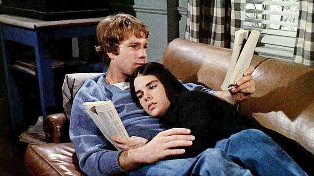 "Oliver Barret (Ryan O'Neil) e Jenny Cavallieri (Ali MacGraw) em cena do filme ""Love Story"""
