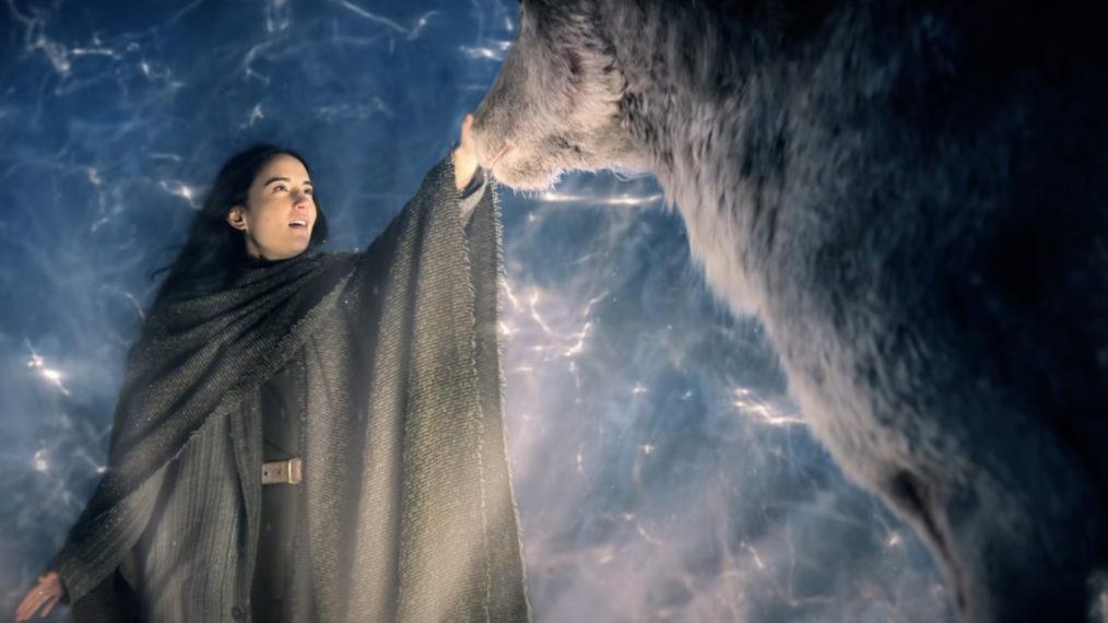 Alina Starkov (Jessie Mei Li) em Sombra e Ossos.