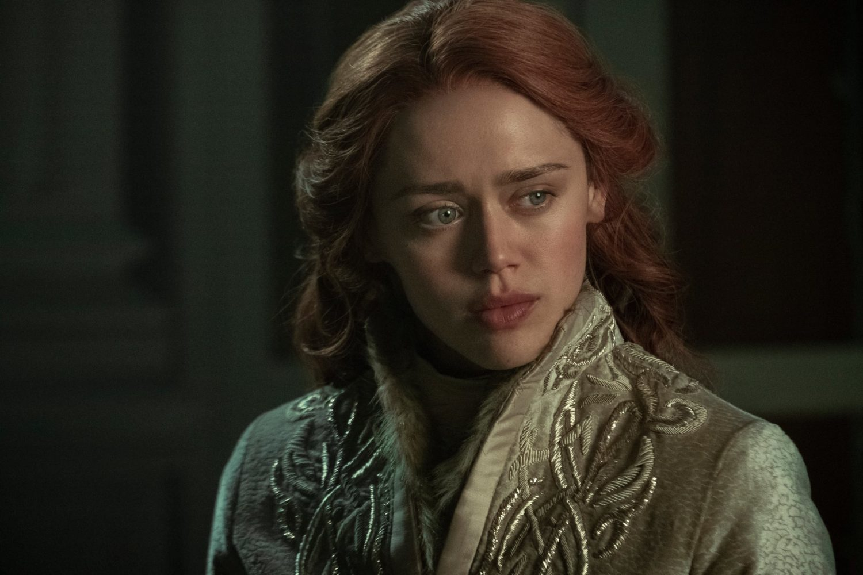 Genya Safin (Daisy Head) em Sombra e Ossos.