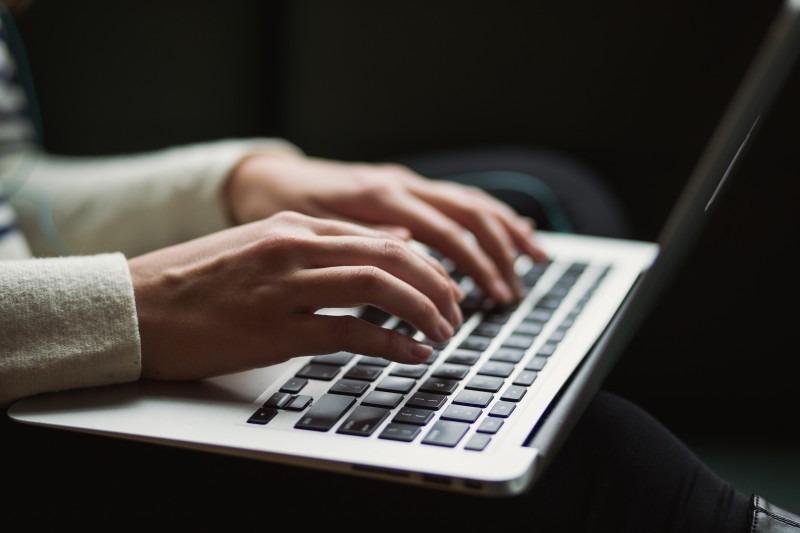 Vestibulares: redações sobre a internet e a vida das pessoas