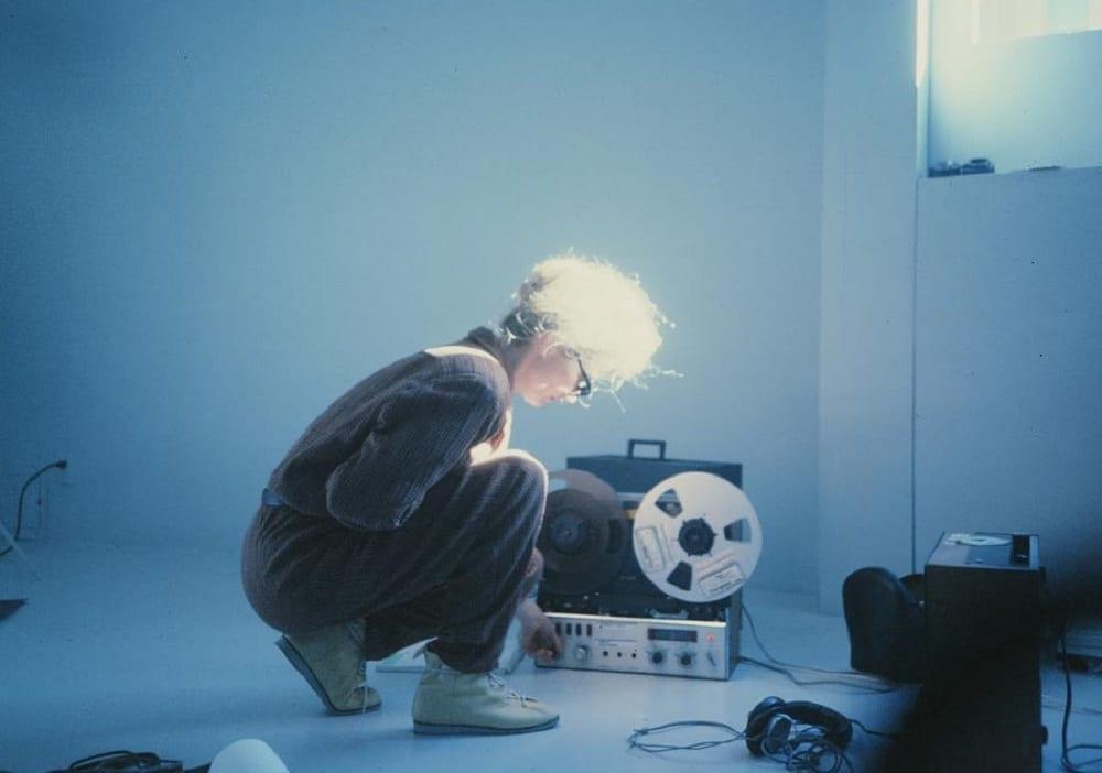 "Maryanne na capa do documentário ""Sisters With Transistors"""