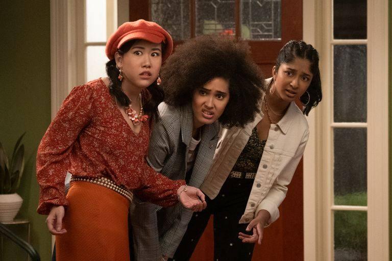 """Eleanor, Fabiola e Devi na segunda temporada de """"Eu Nunca..."""", série de Mindy Kaling"""