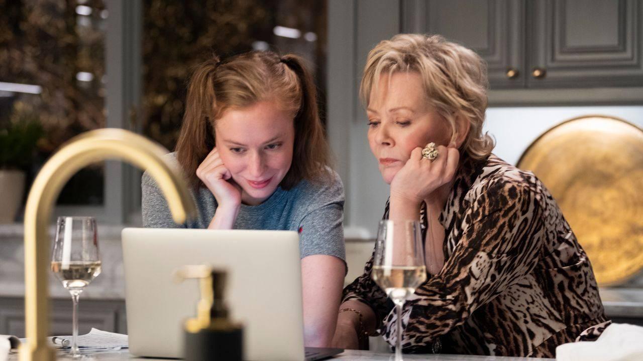 Ava Daniels (Hannah Einbinder) e Deborah Vance (Jean Smart) na série de comédia Hacks
