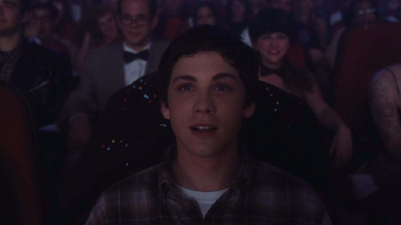 Charlie (Logan Lerman) o protagonista de As Vantagens de Ser Invisível