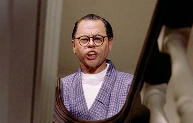 Yellowface feito pelo ator Mikey Rooney, que interpretou o Sr. Yunioshi, em Bonequinha de Luxo